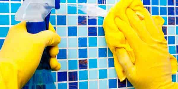 limpieza-de-paredes-piscina